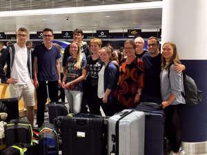 Die Reisegruppe der Schulpartnerschaft auf dem Weg anch Ilembula Tansania