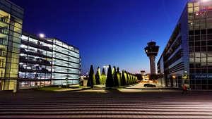 Flughafen München MUC Platz zwischen Terminal 2 und Parkhaus P20
