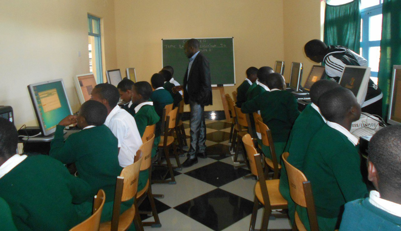 Computerunterricht in Emmaberg