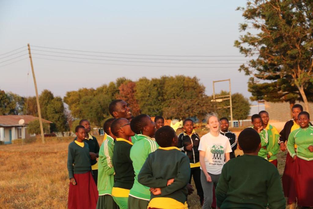 Gemeinsam beim Volleyballspielen in Emmaberg