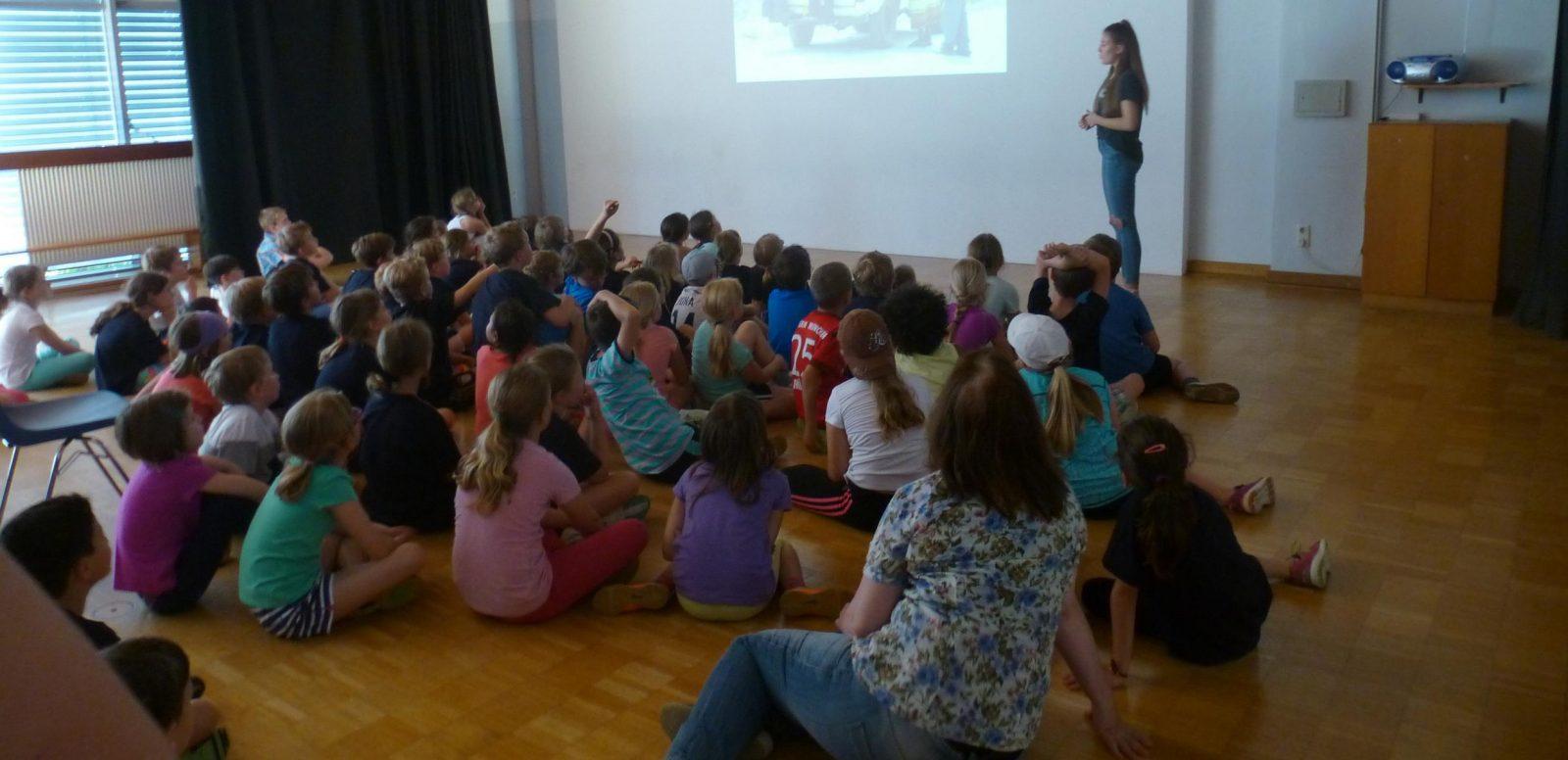 Infoveranstaltung in der Grundschule Planegg als Vorbereitung des Spendenlaufs zugunsten von Emmaberg