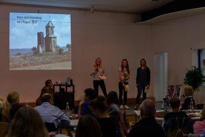 Schülerinnen der Tansania-AG erzählen von unserer geplanten Reise nach Emmaberg
