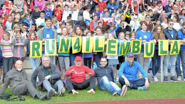 2016-05-04 Run4Ilembula Schupa-Tansania Läufer und Organisatoren 600x338