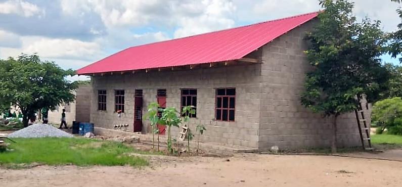 ILESS: 2 Gebäude mit Klassenzimmern